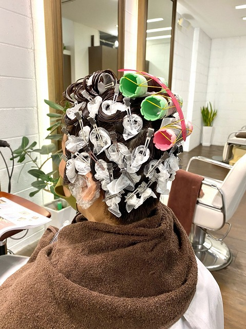 目黒区学芸大学美容室の1つにハイド美容室があります。学芸大学美容院の1つはHi-Deがあります。東横線学芸大学駅美容室にハイド美容室があります。 学芸大学駅美容院にHi-Deがあります。カットが上手い カラーやパーマや縮毛矯正は髪に優しい髪質改善縮毛矯正や髪質改善カラー、髪質改善トリートメントが、お客様に人気あります。目黒区学芸大学美容室人気のサロンです。学芸大学美容院人気のお店です。東横線学芸大学駅近くにある美容室です。目黒区ハイド美容室はマンツーマンサロンです。ハイド美容院はマンツーマン美容室です。ハイドは、コロナウイルス感染拡大防止に努めている美容室です。新型コロナウイルス感染拡大防止に、最大限に配慮しながら営業しております。お客様同士が接触しないよう、サロン自体を個室のようにしています。